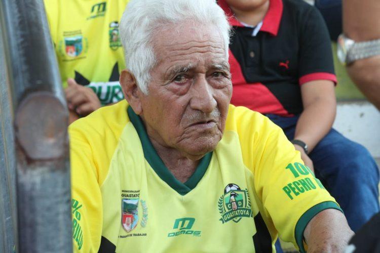 Un aficionado fiel. (Foto Prensa Libre: Francisco Sánchez)