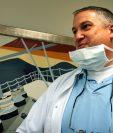 """El holandés Mark Van Nierop, apodado el """"dentista del horror"""" por la prensa, en una foto de archivo en su clínica. (Foto Prensa Libre: AP)."""