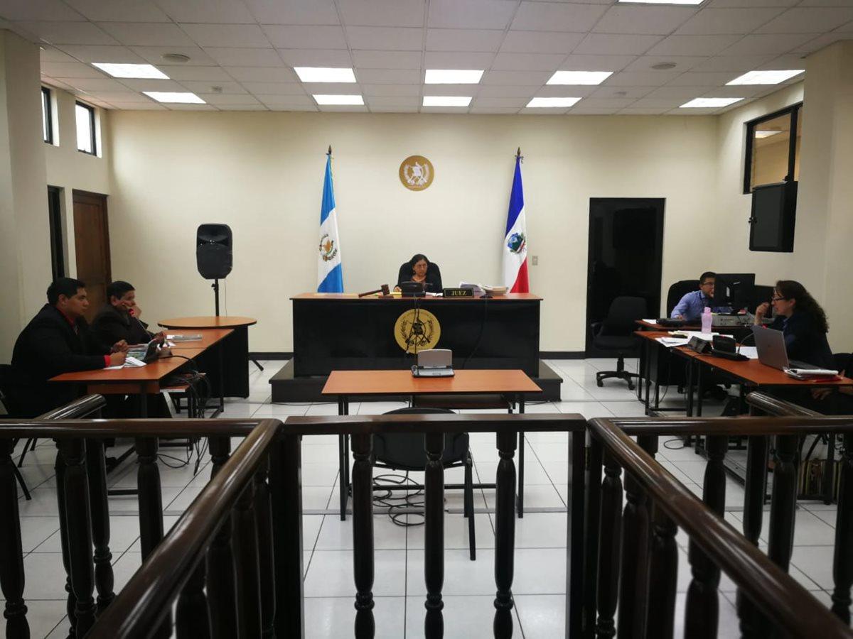 La jueza de Mayor Riesgo, María del Carmen López, envió a prisión provisional al exconcejal, Carlos Humberto Prado Bravo. (Foto Prensa Libre: Mynor Toc)