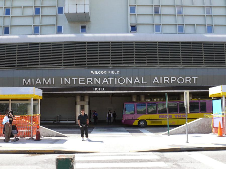 Aerolíneas suspenden vuelos y retrasan pedidos por huracán Irma