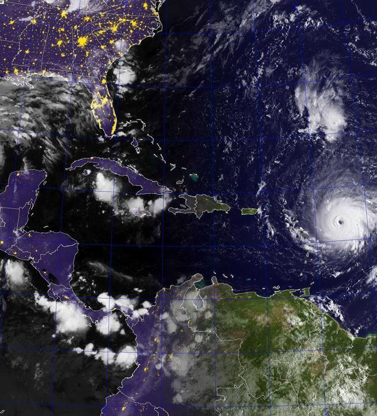 Esta foto de satélite de la La Administración Nacional Oceánica y Atmosférica (NOAA) muestra el  huracán Irma este 6 de septiembre. (Foto Prensa Libre: EFE)