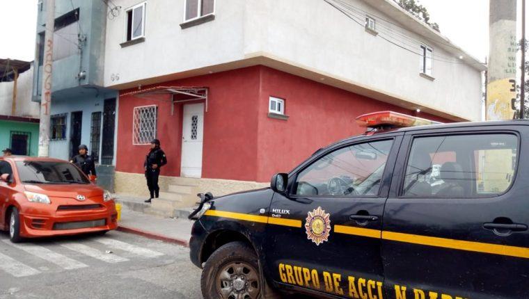 Las autoridades buscan a pandilleros involucrados en cobro de extorsiones a comerciantes. (Foto Prensa Libre: Óscar Rivas)