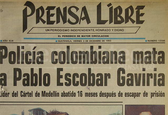 Titular de Prensa Libre informando sobre la muerte del capo colombiano Pablo Escobar el 3/12/1993.  (Foto: Hemeroteca PL)
