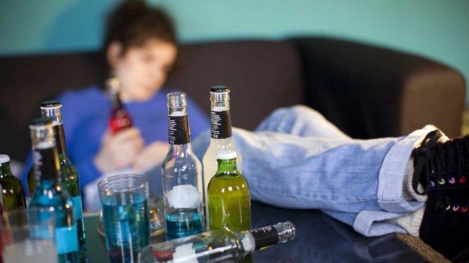 De acuerdo con la OPS, entre el 30 y 40 por ciento de los habitantes de América Latina son consumidores de alcohol. (Foto Hemeroteca)