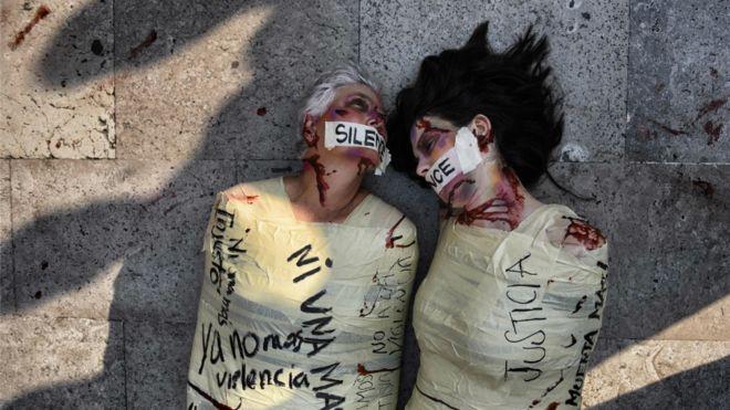 Escena de una protesta en México. No se sabe a ciencia cierta el número de mujeres que supuestamente mataron Juan Carlos y Patricia. AFP