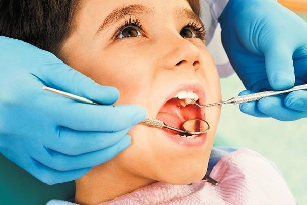 El chequeo dental cada seis meses previene enfermedades bucales. (Foto Prensa Libre: Archivo)