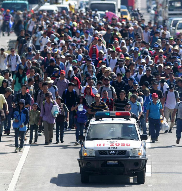 Una de las caeravanas de centroamericanos que se formó recientemente. EE. UU. pidió frenar estos movimientos migratorios. (Foto Prensa Libre: Hemeroteca PL)