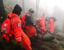 Patrulla de rescate de Bomberos Voluntarios en la búsqueda de los desaparecidos en el volcán Acatenango. (Foto Prensa Libre: William González)