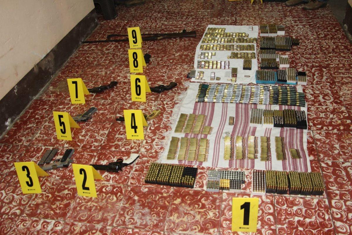 Mujer escondía tres mil municiones