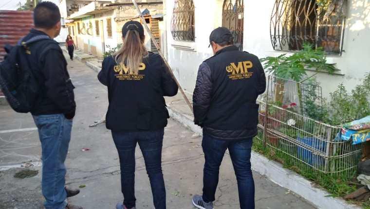 Las fuerzas de seguridad efectúan allanamientos en varios puntos de la capital y al menos seis departamentos. (Foto Prensa Libre: MP)