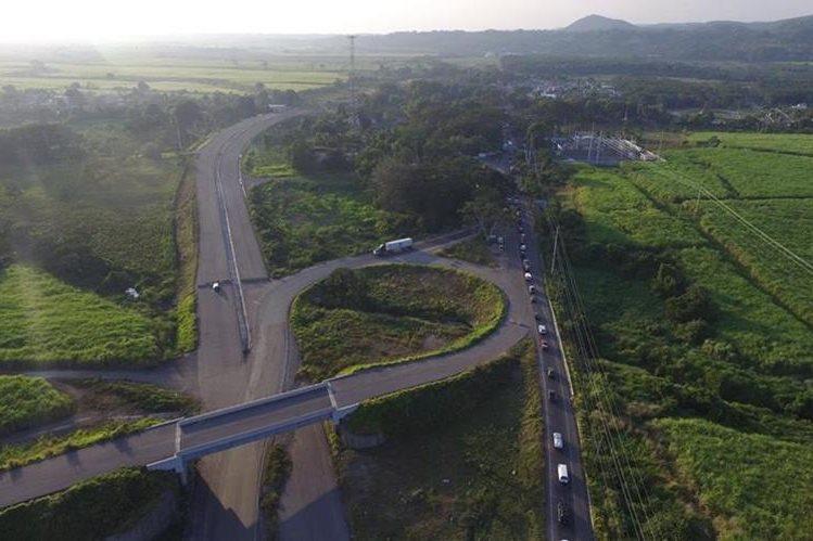 La entrega de dos fianzas que hizo Odebrecht, permitirá al Ministerio de Comunicaciones darle mantenimiento y reparar un tramo de la carretera CA2 Occidente. (Foto Prensa Libre: Hemeroteca PL)