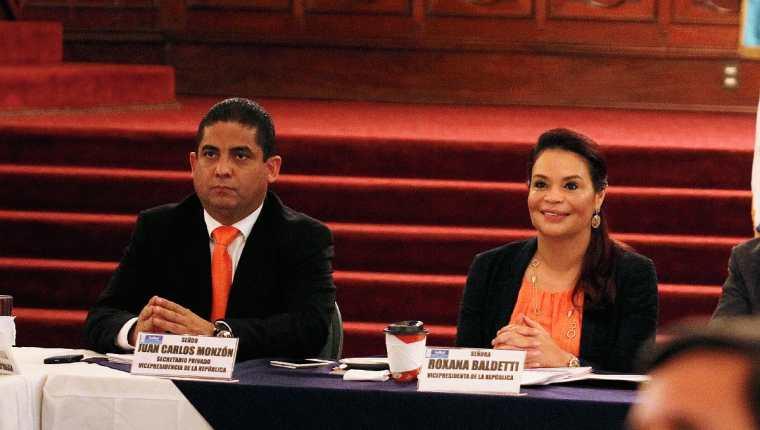 Juan Carlos Monzón Rojas, durante un acto público junto a la vicepresidenta Roxana Baldetti. (Foto Prensa Libre: Hemeroteca PL)