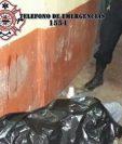 El cadáver de Aguilar Hernández quedó tendido dentro de una tienda. (Foto Prensa Libre: Asonbomd)