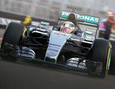 El piloto británico de Fórmula 1 Lewis Hamilton, de Mercedes, participa en la primera sesión de entrenamientos libres para el Gran Premio de Mónaco. (Foto Prensa Libre: EFE)