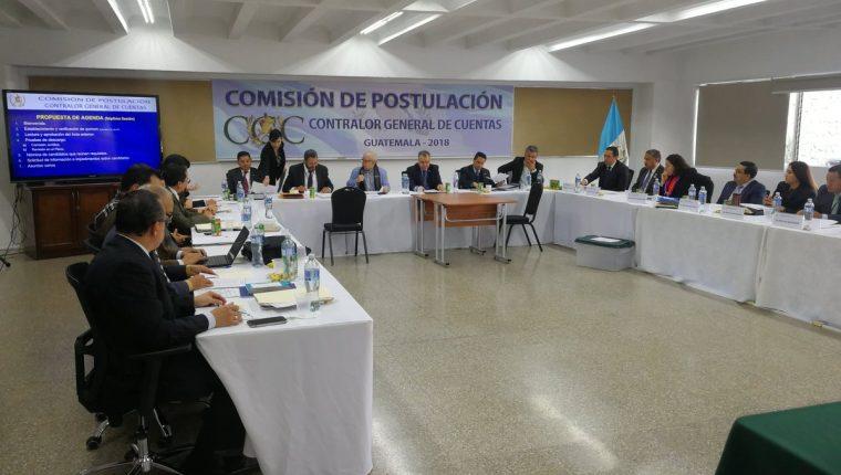 La Comisión de Postulación para Contralor General de Cuentas sesiona en la Universidad Mesoamericana. (Foto Prensa Libre: Kenneth Monzón)