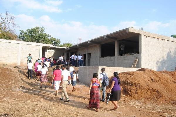 Edificación del instituto básico de La Unión, Coatepeque.
