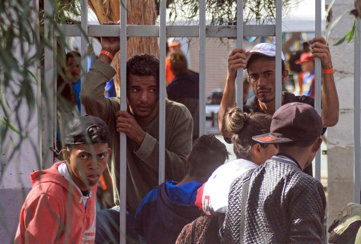 A su llegada a Tijuana, frontera con Estados Unidos, los migrantes se han encontrado con la hostilidad de los pobladores. (Foto Prensa Libre: EFE)