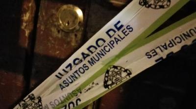 15 expendios de licor sin permisos municipales, fueron cerrados este viernes en la zona 1. (Foto Prensa Libre: Rodrigo Méndez)