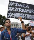 Cerca de 600 mil jóvenes indocumentados que llegaron al país de niños se acogieron al programa DACA. (Foto Prensa Libre: EFE).