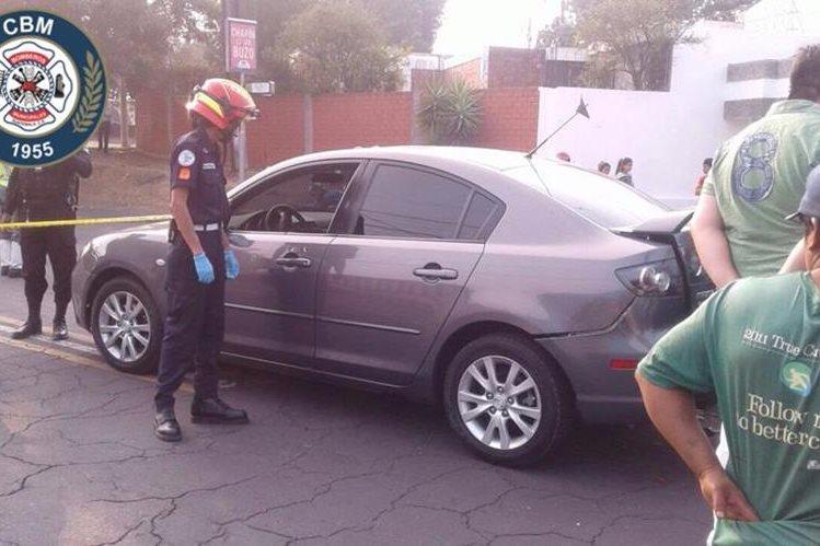 Un automovilista fue baleado en marzo del 2017, por otro automovilista en la zona 11 de la capital. (Foto Prensa Libre: Bomberos Municipales)