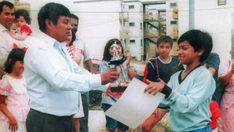 El amor de Carlos Ruiz por el futbol inició en su niñez, lo que le permitió explotar su talento. (Foto Prensa Libre: Cortesía Carlos Ruiz)