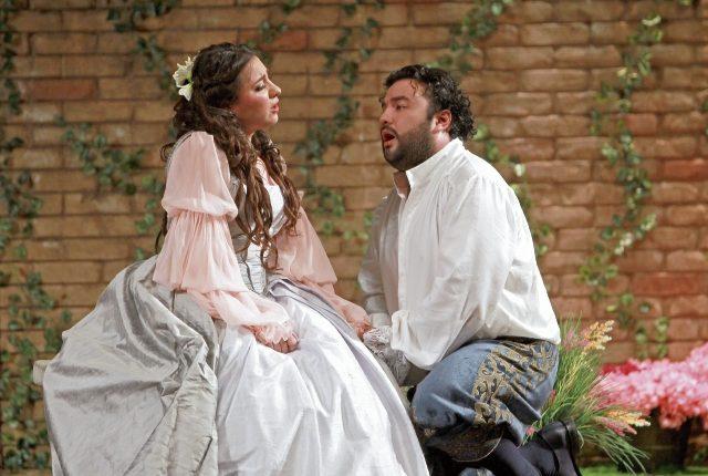 Los cantantes operáticos guatemaltecos María José Morales y Mario Chang tienen papeles protagónicos en la obra Rigoletto que tendrá un escenario giratorio con distintos sets para la puesta en escena.