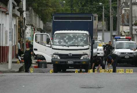 Guardias del Sistema Penitenciario han sido víctimas de ataques armados ordenados por el consejo de la Mara Salvatrucha, desde las prisiones.