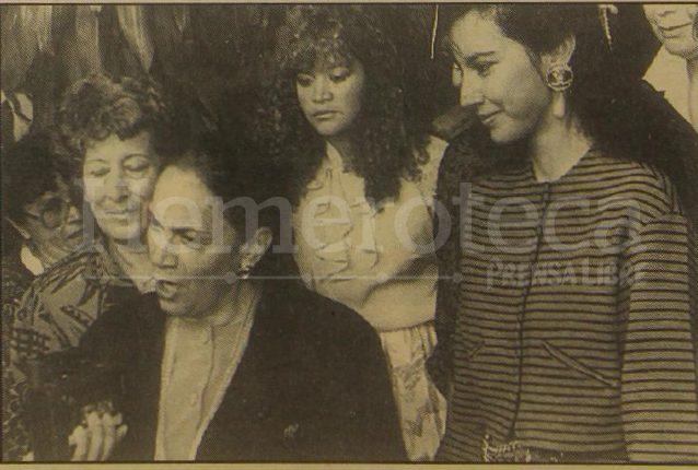 Teresa Sosa de Ríos acompañada de su hija Zury Ríos en 1995. (Foto: Hemeroteca PL)