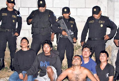 Manuel Hernández, Érick Méndez, Abel Díaz, Brian Méndez y Byron Saas, detenidos en Villa Nueva.