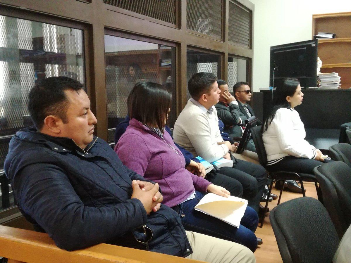 Los fiscales de Chiquimula y un policía comparecieron ante el juez de alto impacto, Miguel Gálvez. (Foto Prensa Libre: Sucely Contreras/Guatevisión)