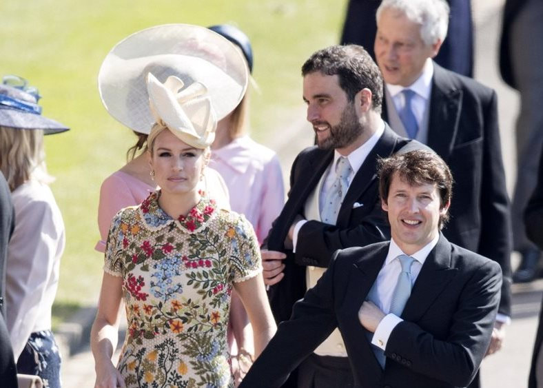 Sofia Wellesley eligió un vestido largo estampado en diseños florales, aunque la mayoría de invitadas optó por colores pastel.