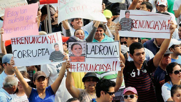 Miles de guatemaltecos marcharon en Guatemala exigieron la renuncia del binomio presidencial. (Foto Prensa Libre: Hemeroteca PL)