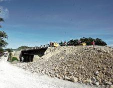 El puente El Soldado, en San Luis, Petén, continúa sin ser terminado, como muchos otros tramos de la ruta en la Franja Transversal del Norte. (Foto Prensa Libre: Juan Carlos Rivera)