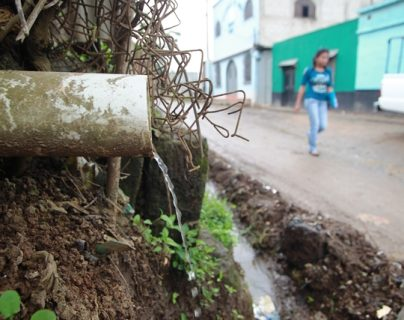 En Sacoj Grande las aguas servidas corren a flor de tierra. (Foto: Hemeroteca PL)