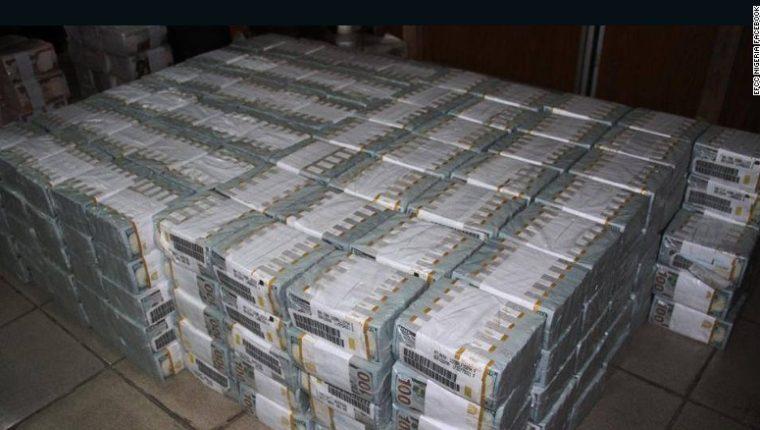 Autoridades de Lagos, Nigeria, decomisan paquetes con 43 millones de dólares. (Foto Prensa Libre: Twitter)