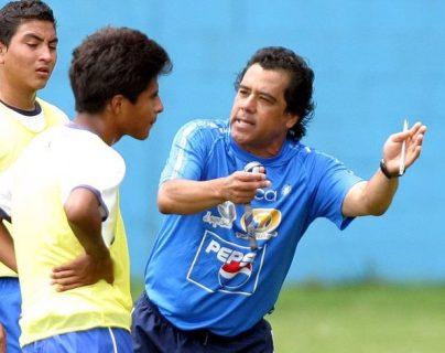El ex jugador Byron Pérez, dirigió a la Selección Sub 17 de Guatemala. (Foto Prensa Libre: Hemeroteca PL)