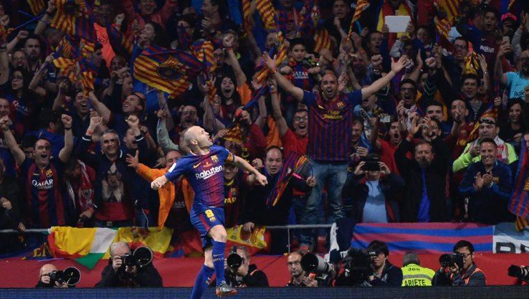 Andrés Iniesta fue el hombre clave en la final de la Copa del Rey entre el Barcelona y el Sevilla. (Foto Prensa Libre: AFP)