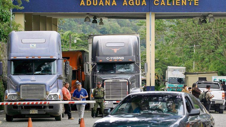 El sistema aduanero mantiene una brecha fiscal; sin embargo, las autoridades proyectan una mejora en la recaudación para los siguientes meses. (Foto Prensa Libre: Hemeroteca PL)