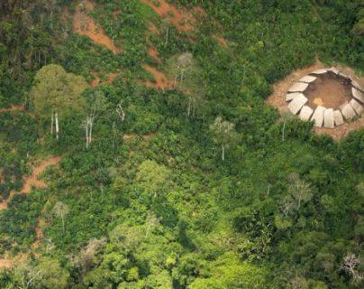 A las autoridades brasileñas les llevó más de un año localizar a esta comunidad Yanomami. (© GUILHERME GNIPPER TREVISAN/HUTUKARA