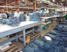 El decreto 29-89 otorga diversos beneficios fiscales, entre estos la exoneración del ISR, a exportadoras del sector de vestuario y textiles.