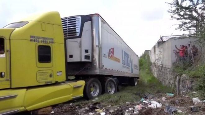 México: escándalo por el tráiler de cadáveres que guardaba más de 150 cuerpos en Jalisco