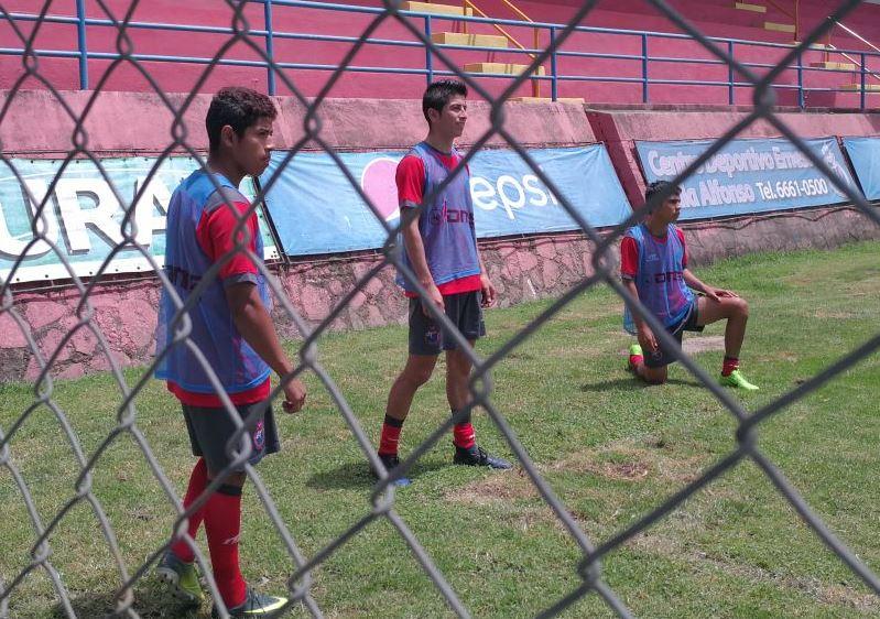 Pedro Altán, Frank de León, Jhon Méndez podrían aparecer en el armado rojo en el Clásico 299. (Foto Prensa Libre: Carlos Vicente)