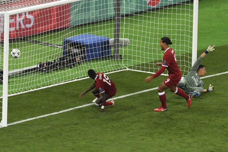 Sadio Mané anotó el gol del empate tansitorio para el Liverpool.
