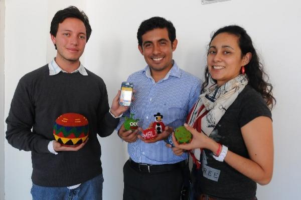 Christian Morales, José Barrera y Lyla Carrillo pertenecen al grupo  Hacky Sacky.