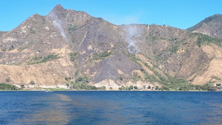 El incendio forestal afecta en el sector conocido como Las Cristalinas, en Sololá.