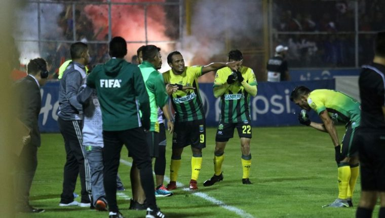 El equipo dirigido por el guatemalteco Amarini Villatoro se llevó un vital empate del Mario Camposeco. (Foto Prensa Libre: Carlos Ventura)