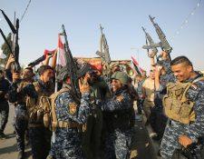 Fuerzas iraquíes celebran la liberación de Mosul de las garras del Estado Islámmico. (Foto Prensa Libre: AFP)
