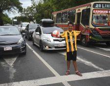 La técnica de Iván Genes es natural y su talento lo llevó de pedir en los semáforos a un club de futbol. (Foto Prensa Libre: AFP)