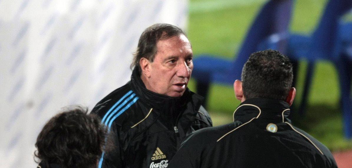 El técnico argentino Carlos Salvador Bilardo se encuentra en cuidados intensivos después de haber sido operado. (Foto Prensa Libre: Hemeroteca PL)