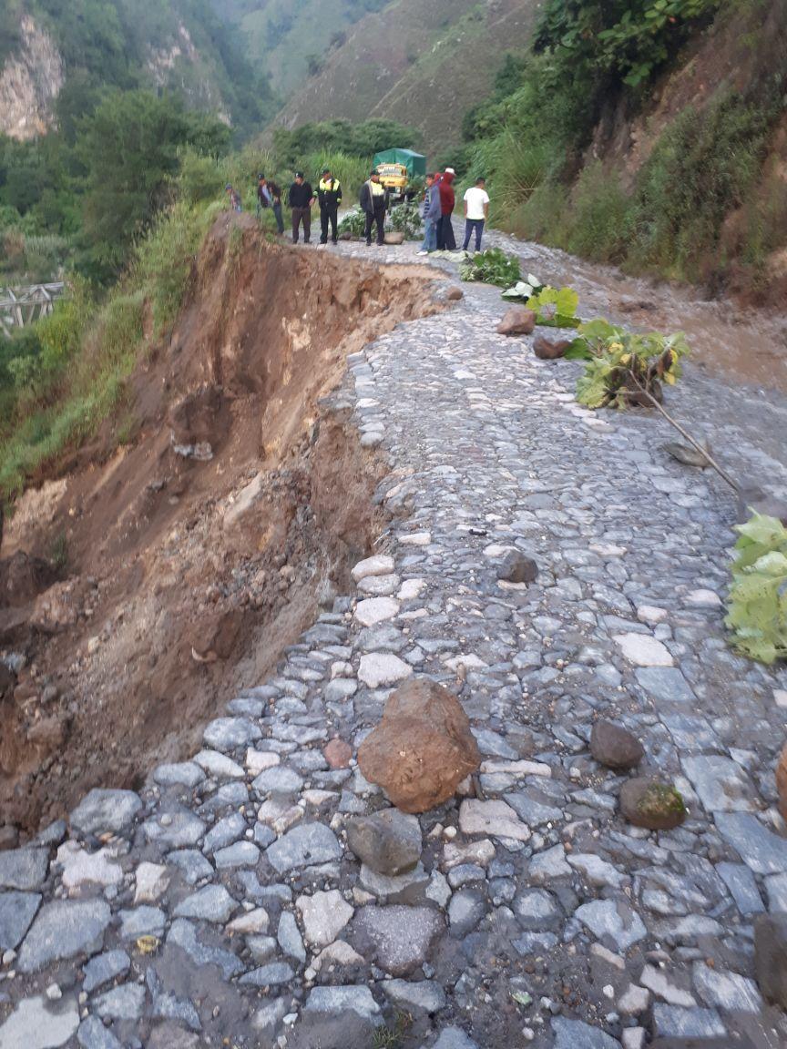 El ingreso a Tajumulco está interrumpido en la ruta RM-57 debido a un socavamiento. (Foto Prensa Libre: Conred)